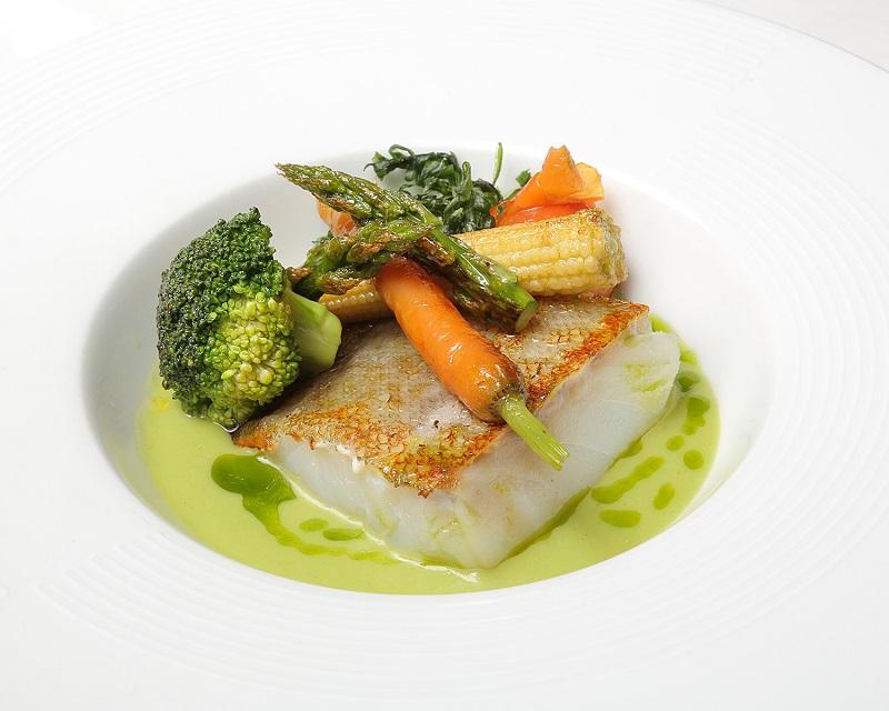 56-LA-GRANADA_bacalao-al-pil-pil-con-verduras-1