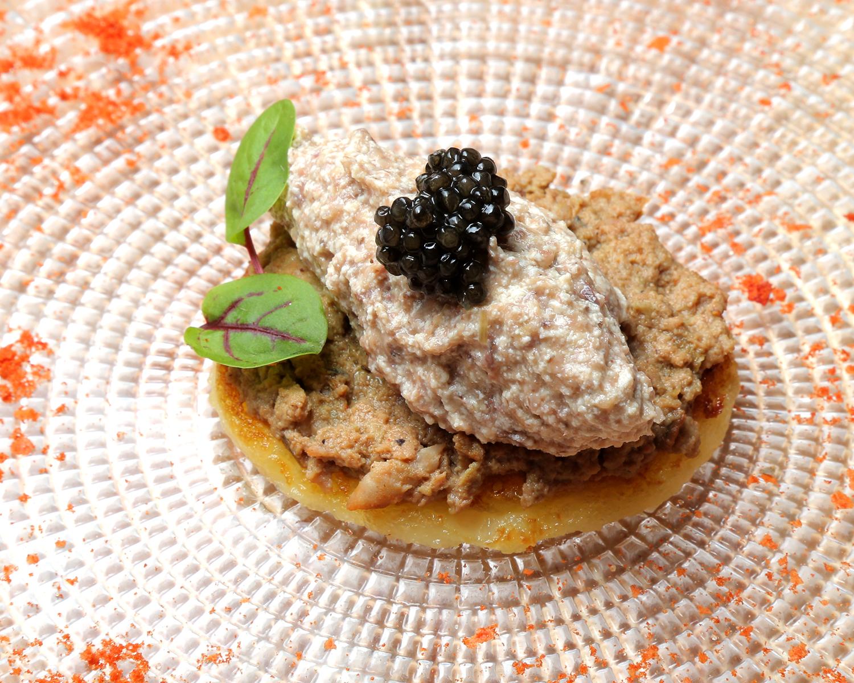 18-EL-RINCON-DE-SAS_-bline-de-pate-de-T.A-con-musse-de-caracoles-y-caviar-de-esturion