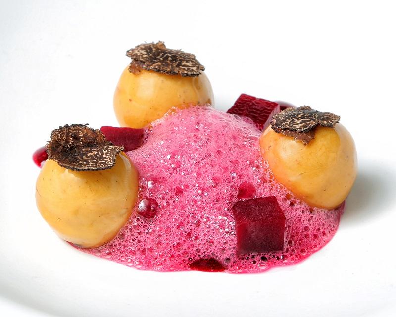 112-NOVODABO-foie-gras-con-trufa-y-remolacha