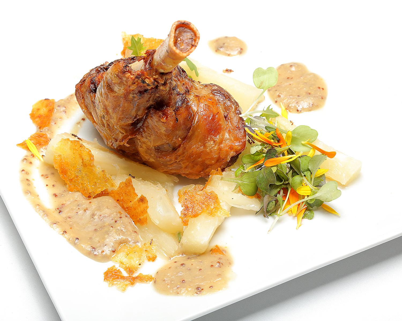 113-CARE_jarrete-de-T.A-con-bomiato-y-salsa-pepitoria-1