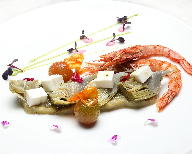 61-EL-FORO_alcachofas-tomate-dados-de-queso-y-gambas