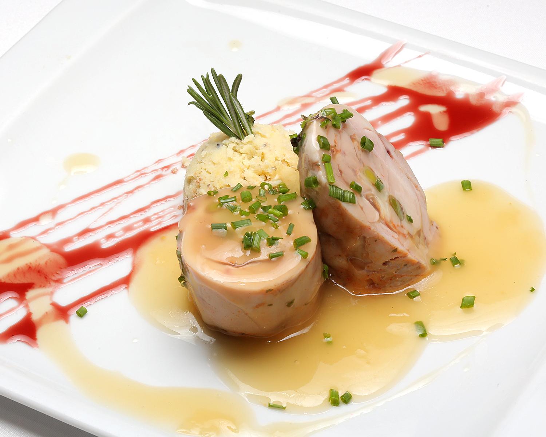 66-LA-BODEGA-DE-CHEMA_delicias-de-pollo-con-ajetes-y-queso-pirineo