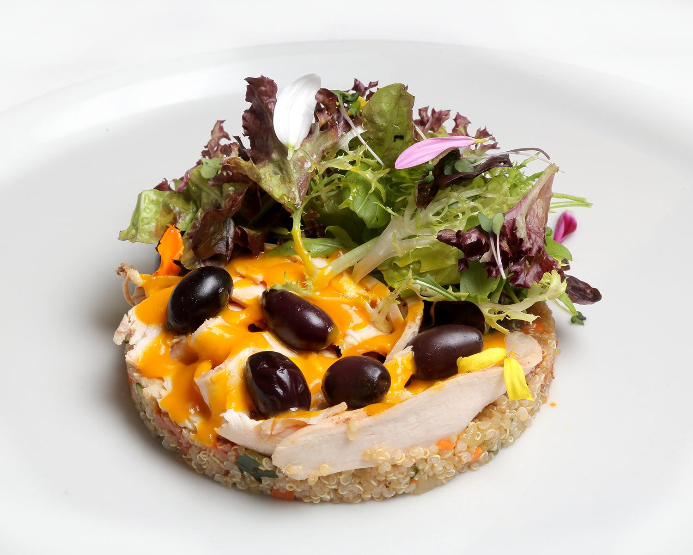 24-EL-CHALET_ensalada-de-capon-pollo-de-corral-quinoa-y-mango